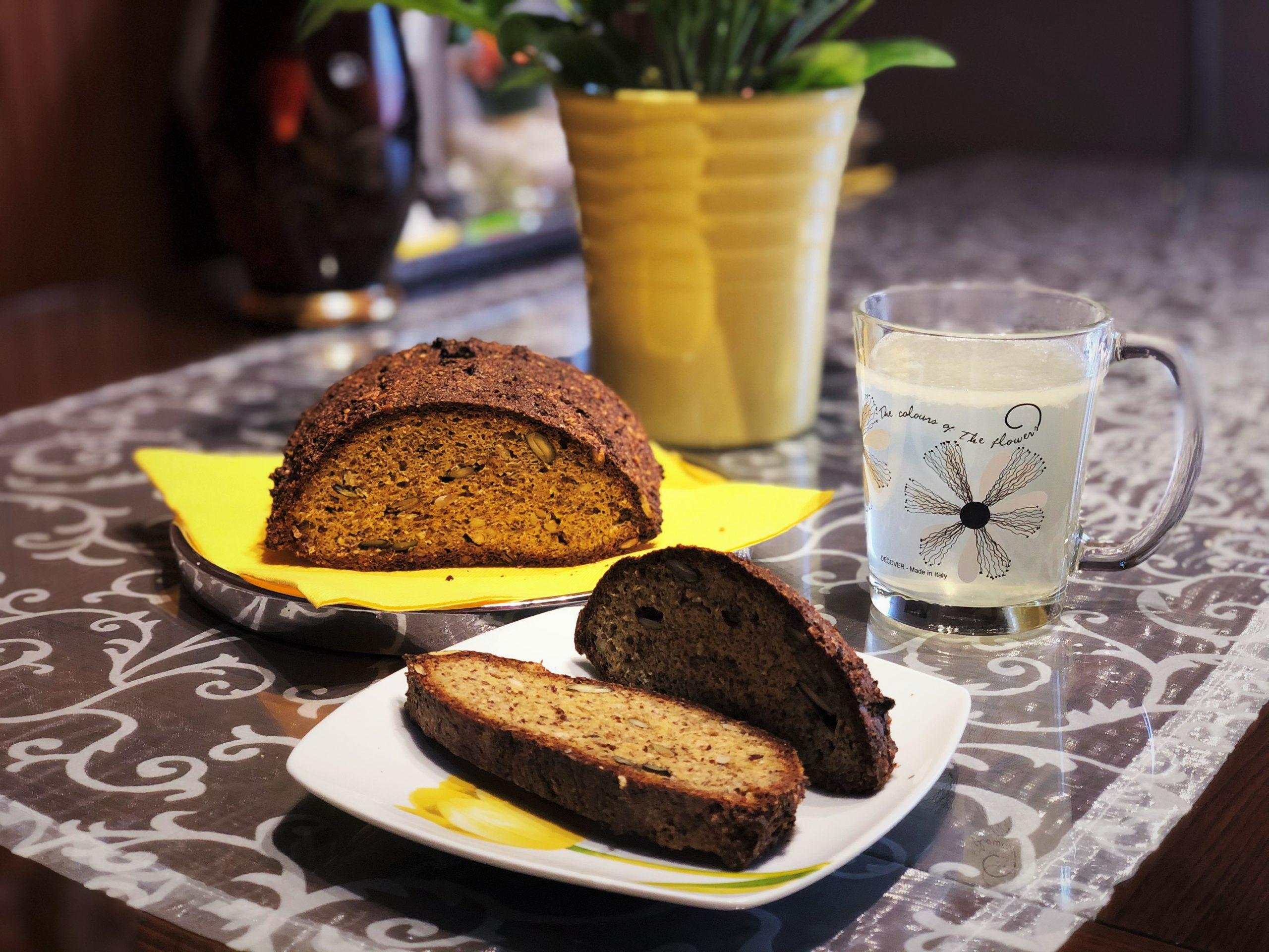 Hrustljavi kruh s semeni in z maco