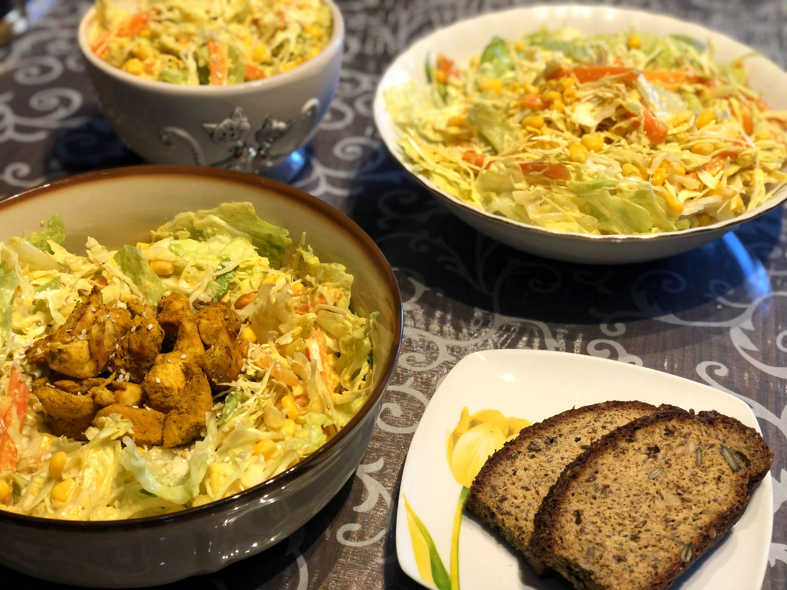 Salad bowl with curry chicken and hummus dressing