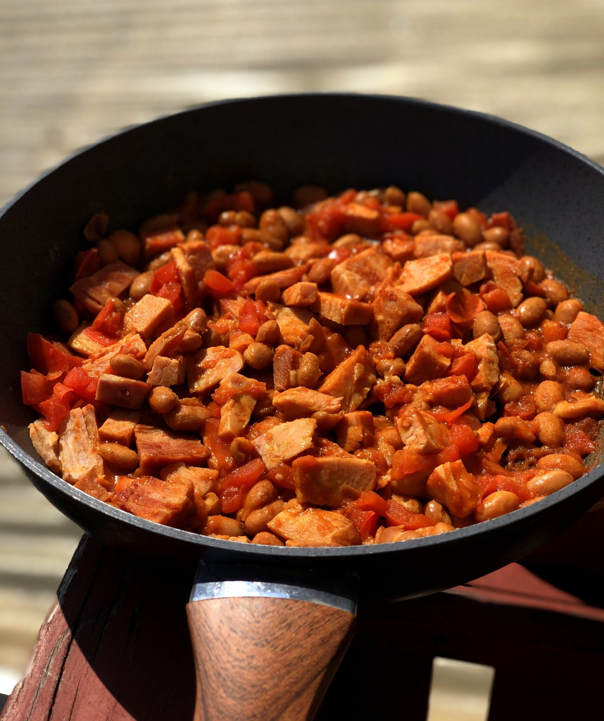 Velikonočna šunka z rdečim curryjem