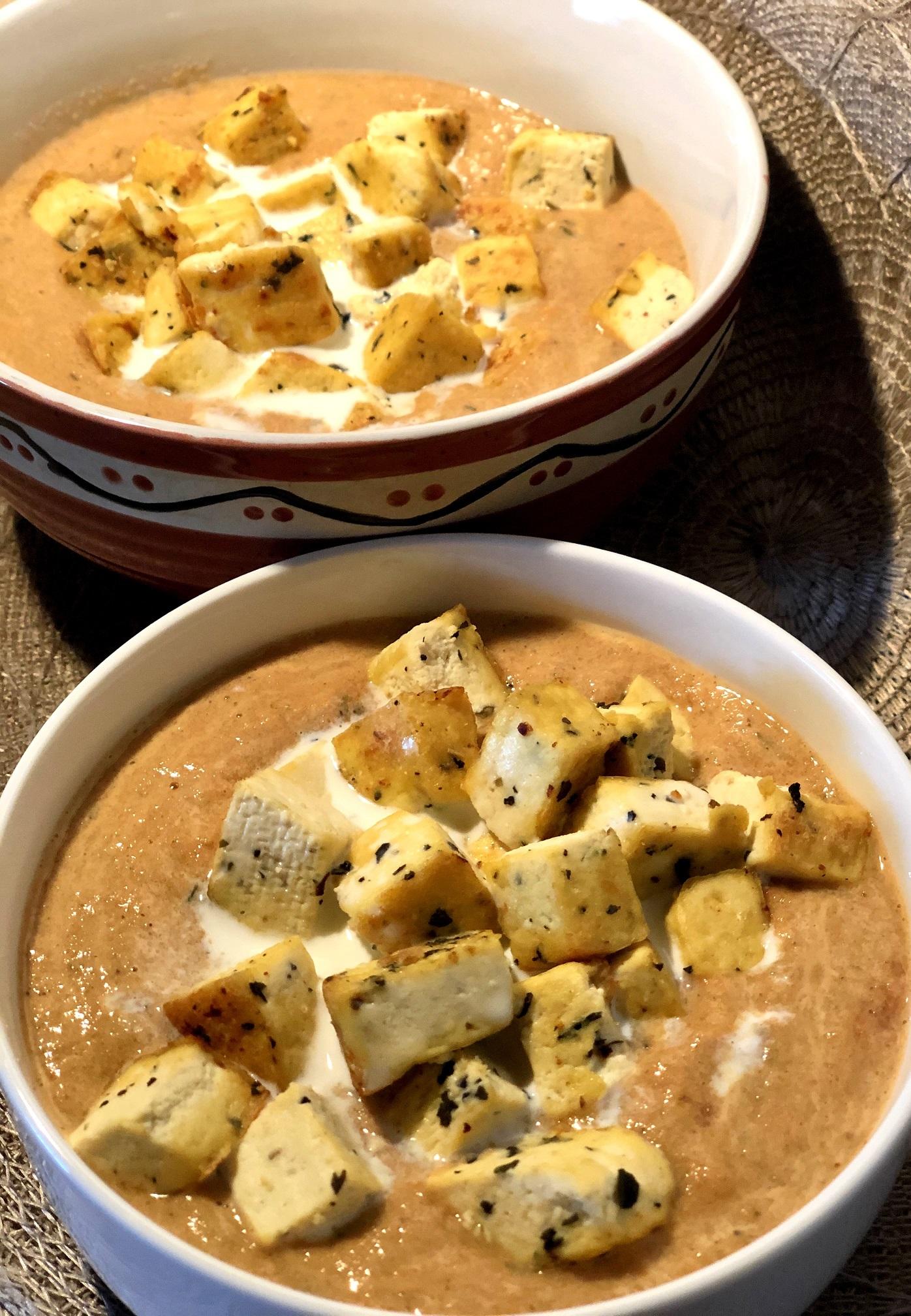 Paradižnikova juha z bučno moko in s tofujem