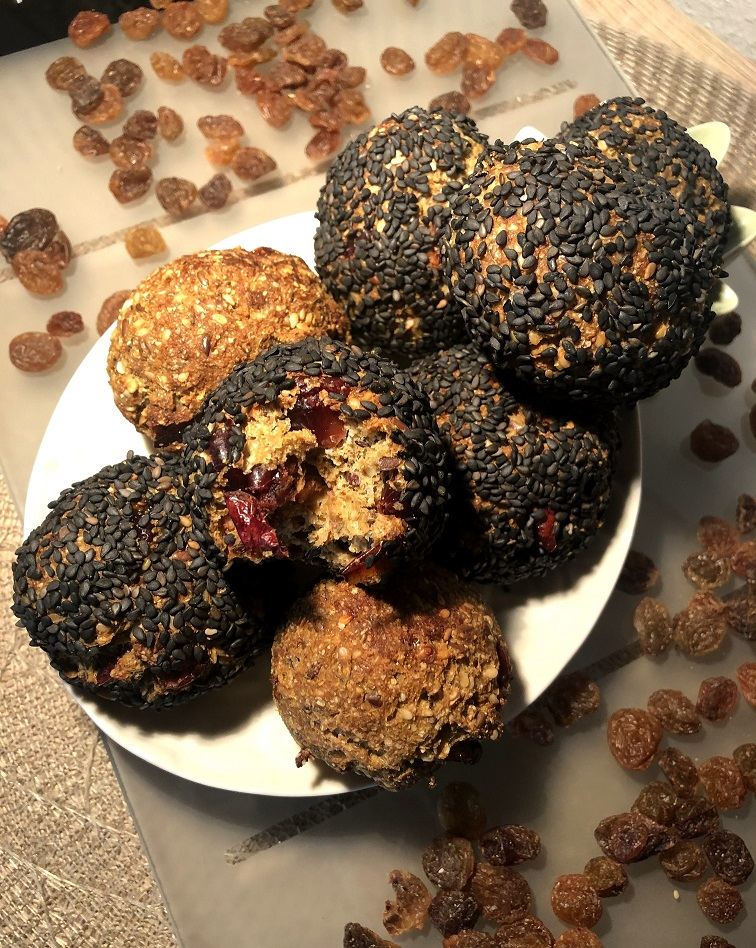 Sesame bombs with cranberries