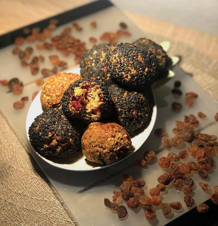 Sezamove bombice z brusnicami