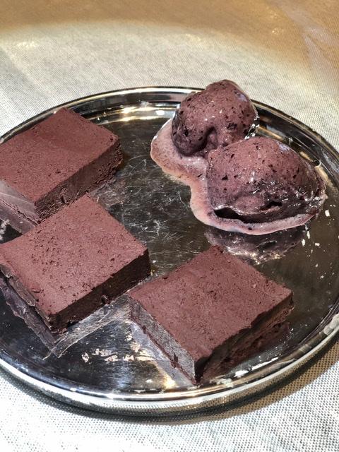 Browniji iz rdeče pese brez peke