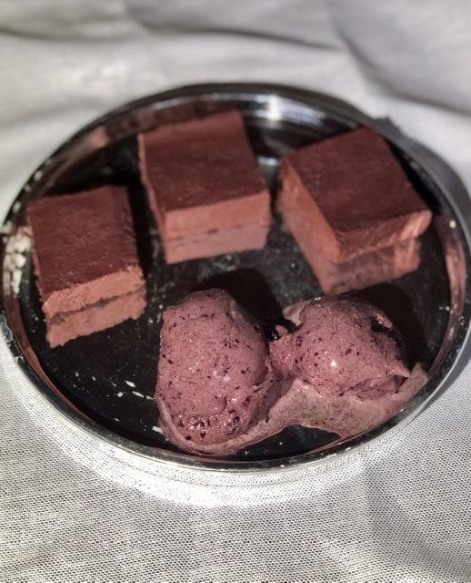 Domači češnjevo-čokoladni beljakovinski sladoled