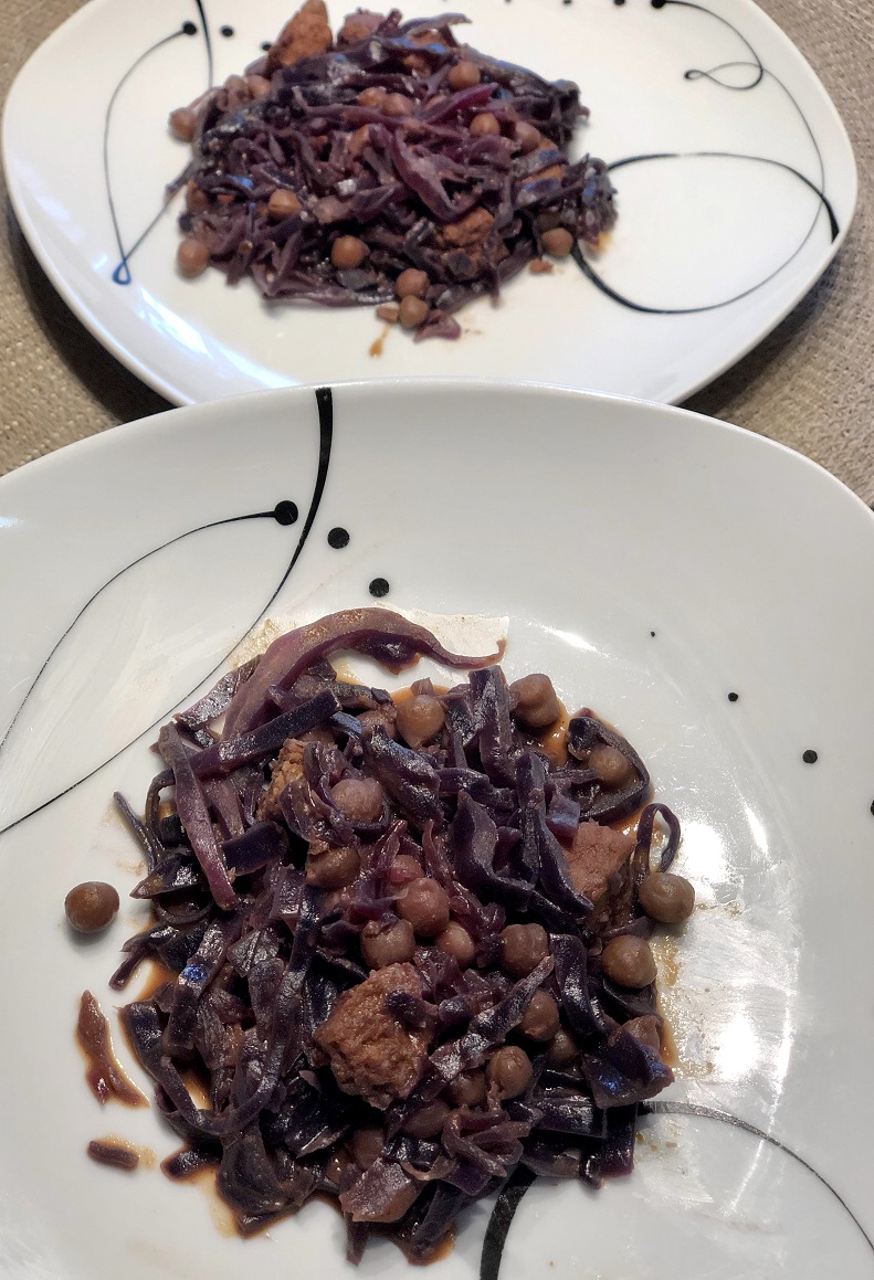 Red cabbage with chickpeas, hummus and vegetable burger
