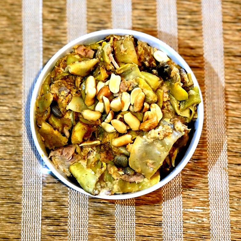 Stročji fižol s tuno v sojini curry omaki
