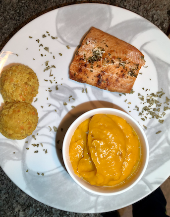Lunch idea: Oven-baked salmon with pumpkin puree and lentil dhal curry